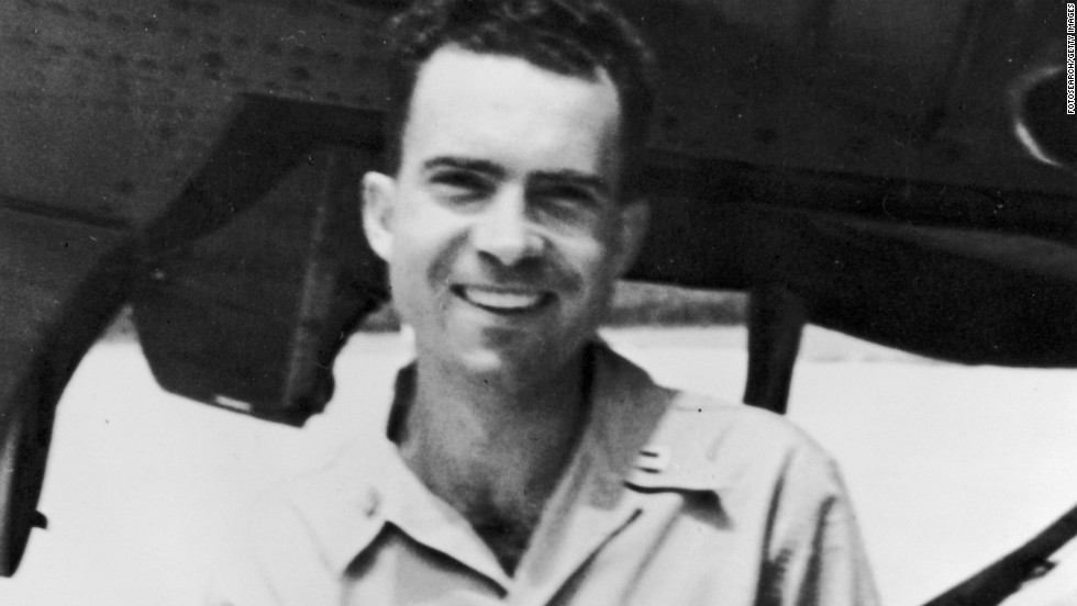 During World War II, Nixon served as a lieutenant commander in the Navy.