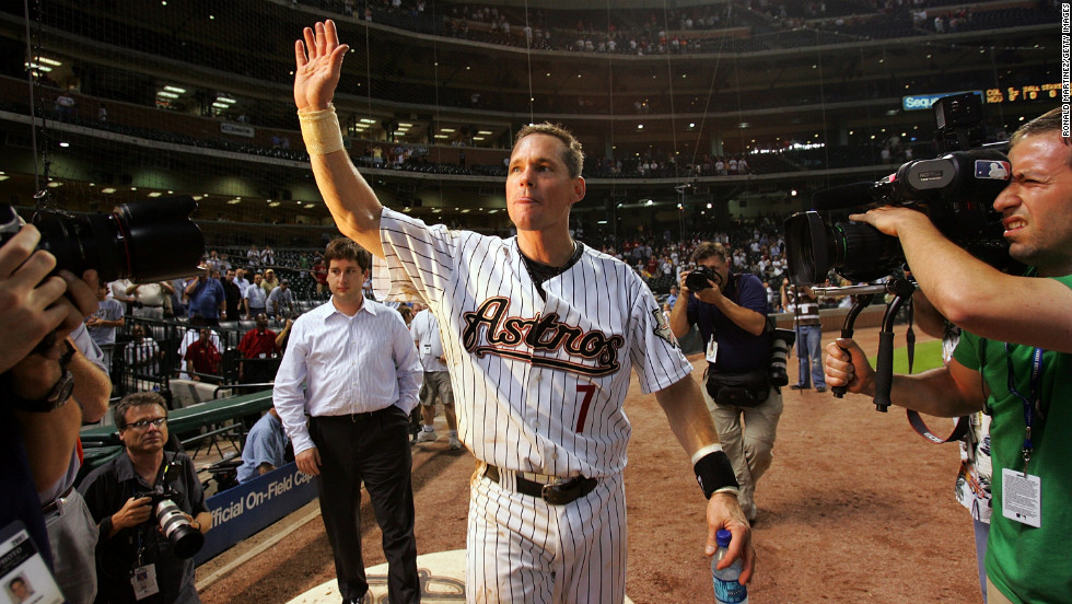 Second baseman Craig Biggio of the Houston Astros waves to fans after his 3,000th career hit against the Colorado Rockies on June 28, 2007, in Houston.