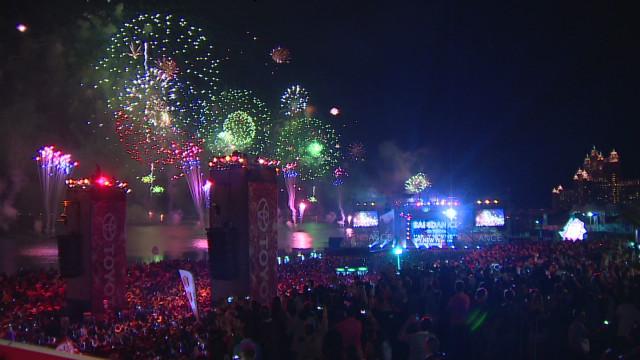 marketplace middle east dubai fireworks philips b_00004407.jpg