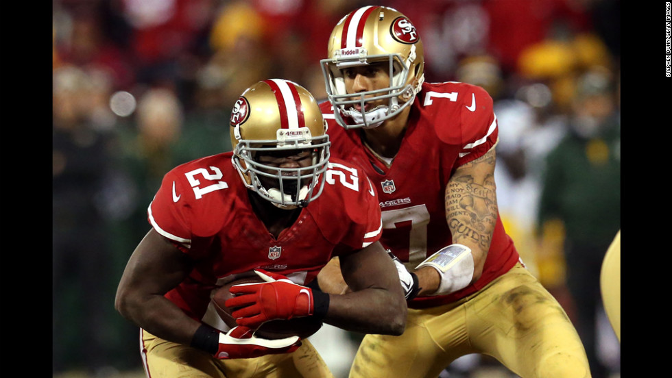 Quarterback Colin Kaepernick of the 49ers hands the ball to running back Frank Gore against the Packers.