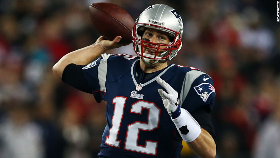 Tom Brady of the Patriots passes against the Texans on Sunday.