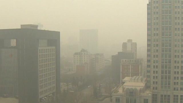 Dangerous smog blankets Beijing