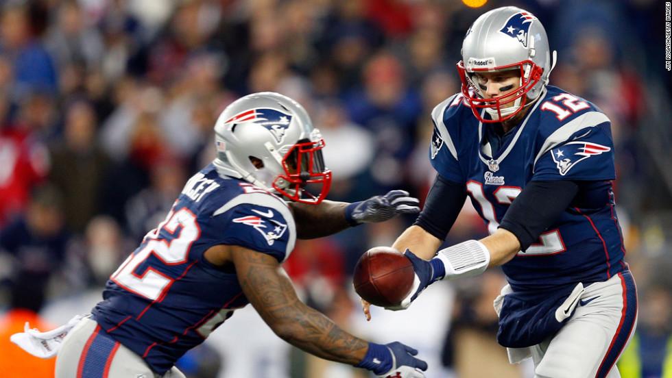 Patriots quarterback Tom Brady hands the ball off to Stevan Ridley.