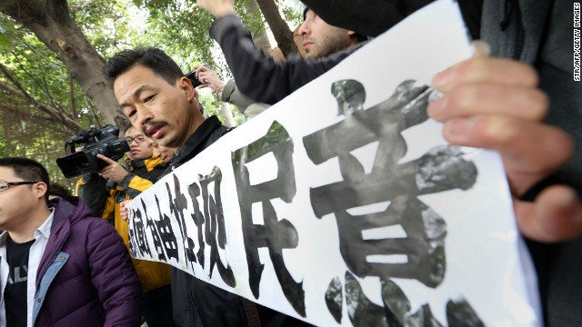 A protester calls for greater media freedom outside the headquarters of Nanfang Media Group in Guangzhou on Jan. 9.