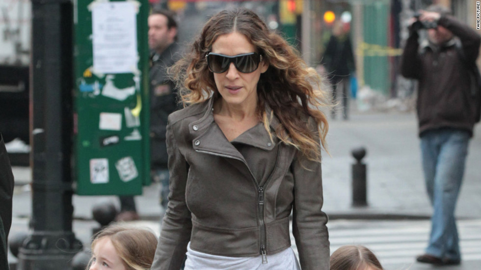 Sarah Jessica Parker walks her daughters to school in NYC.