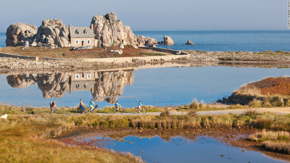 The tiny Brittany town of Plougrescant's claim to fame is a puzzling little house situated between two granite rocks by the sea.  <br /><br />The residence was built in 1861 with a specific goal in mind -- to ward off the destructive heavy winds and storms the area is often troubled by. <br /><br />After a postcard of the property created to boost local tourism caused such a stir with tourists that the private residence suffered damage, visitors can now only admire its unique form from a distance.