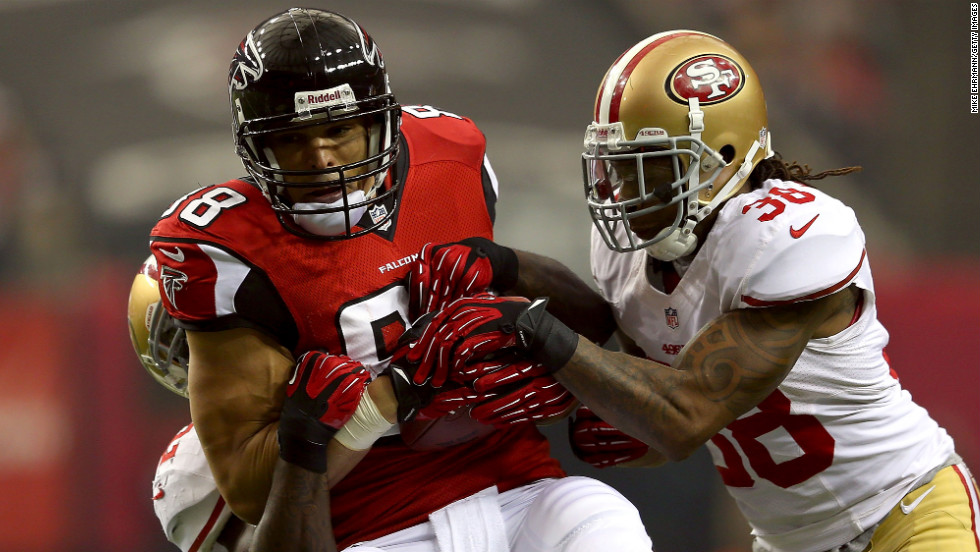 Falcons tight end Tony Gonzalez runs the ball against the No. 38 Dashon Goldson of the 49ers.