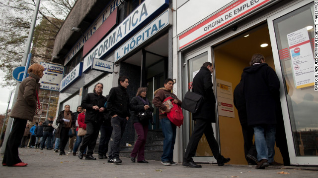 MADRID, SPAIN - DECEMBER 04: People queue to enter a government employment office as it opens on December 4, 2012 in Madrid, Spain. Spain's registered unemployment figures rose by 74,296 hitting a new record of 4.91million according to Madrid's Labor Ministry. The current unenployment rate in Spain stands at 26 % while nationalised lender Bankia group plans to cut 6,000 jobs as a condition for the European bank bailout for Spain. (Photo by Pablo Blazquez Dominguez/Getty Images)