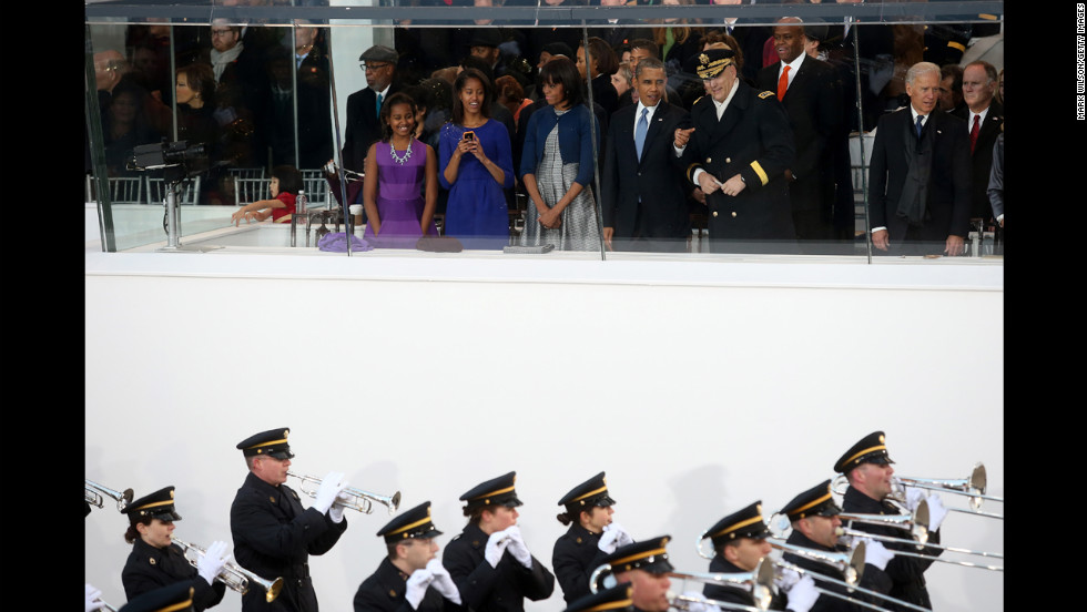 From left, Sasha, Malia, and parents Michelle and U.S. President Barack Obama, stand with the U.S. Chief of Staff of the Army Gen. Raymond Odierno and U.S. Vice President Joe Biden as they watch the presidential inaugural parade.