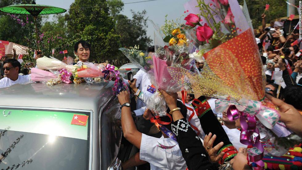 Kachin people greet Myanmar opposition leader Aung San Suu Kyi at Myitkyina airport on February 23, 2012. Suu Kyi has urged an immediate end to hostilities in Kachin State.