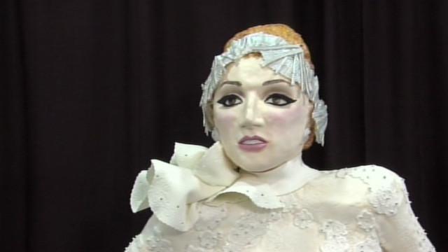 Fan makes life-size Lady Gaga cake