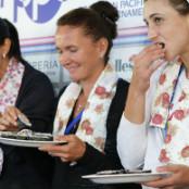 gluten women playes eat sushi
