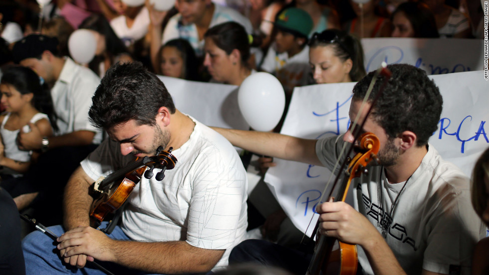 A violinist comforts another during the march on January 28.