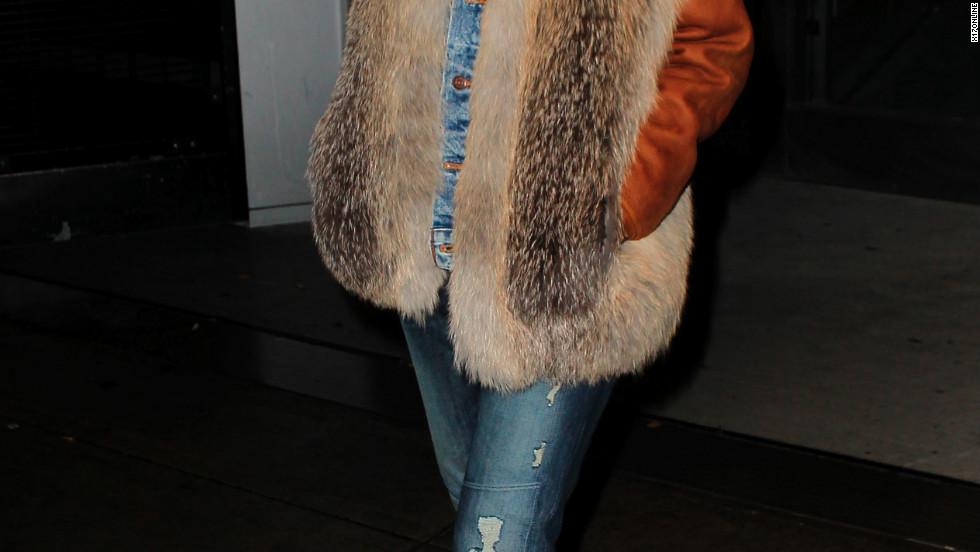 Rihanna walks through the airport.