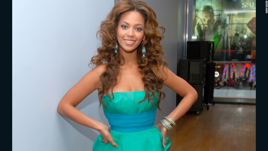 "2006: Beyonce admits to using the Master Cleanse, a concoction of hot water, lemon juice, maple syrup and cayenne pepper, to shed 20 pounds for ""Dreamgirls."""