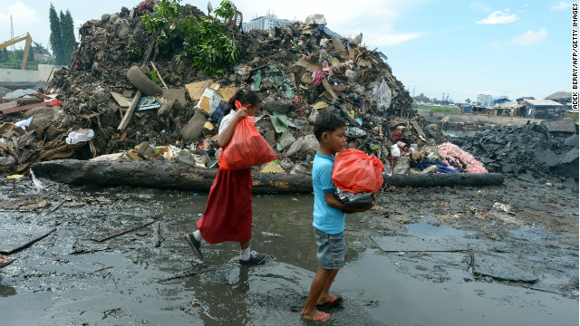 Indonesian children carrry donated flood relief goods in Jakarta on Monday.