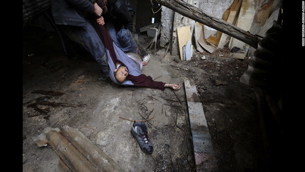 The fighter died soon after being dragged through the rubble.