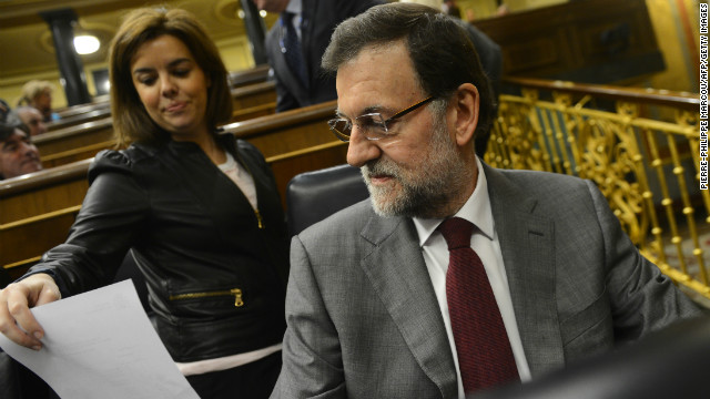 Spanish Prime Miniister Mariano Rajoy (R) attends a Parliament session in Madrid on January 30, 2013.