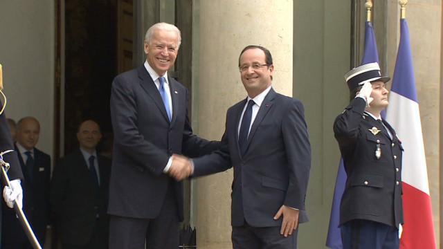 Biden talks diplomacy with Hollande