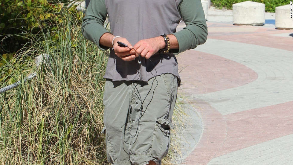 Gerard Butler takes a stroll in Miami, Florida.