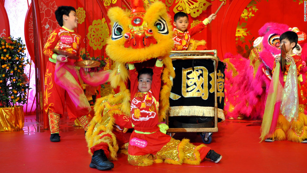 "Finally, the dancers complete the dance by performing another bowing ritual. <br /><br />""In addition to the two dancers, there are also a drummer, a gong player and three cymbalists,"" says Ha. ""The often neglected instrument players are as important as the dancers. They give the beats and rhythms to the lion."""