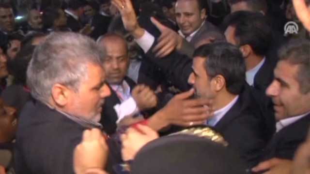 Shoe hurled at Ahmadinejad in Cairo