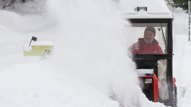 Blizzard bombards Northeast