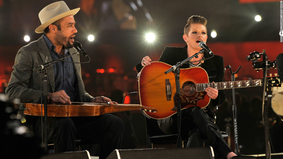 "Ben Harper and Natalie Maines perform ""Atlantic City"" with Charles Musselwhite (not pictured)."