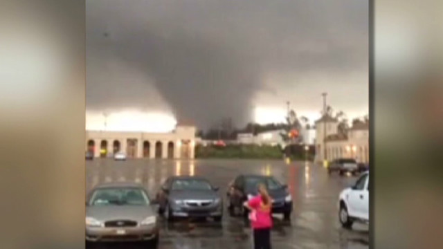 Watch tornado bear down on Mississippi