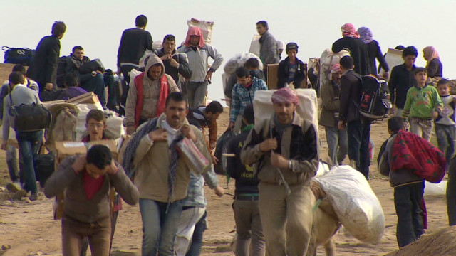 Syrian Kurds flee to Iraq