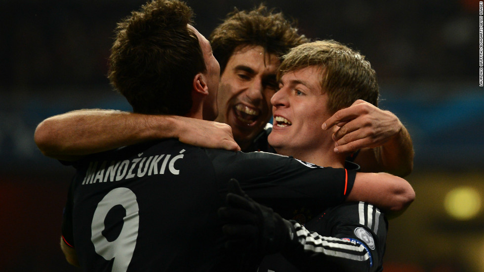 Toni Kroos fired Bayern Munich into a seventh minute lead as the German side made the perfect start to its last-16 Champions League clash at Arsenal.