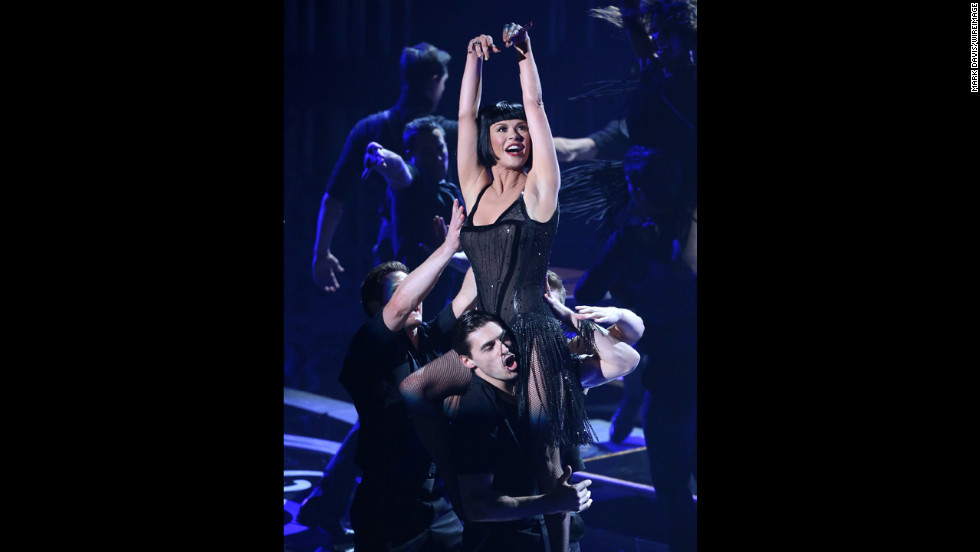 """Chicago"" actress Catherine Zeta-Jones performs ""All That Jazz"" to pay tribute to movie musicals."