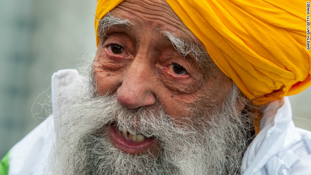 Fauja Singh smiles after completing the 10-kilometer run during the 2013 Hong Kong Marathon on Sunday.