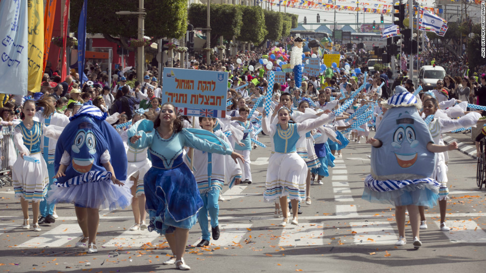 Dressed up Israelis take part in a parade to celebrate the Jewish holiday of Purim on February 24, 2013 in the central Israeli city of Netanya.