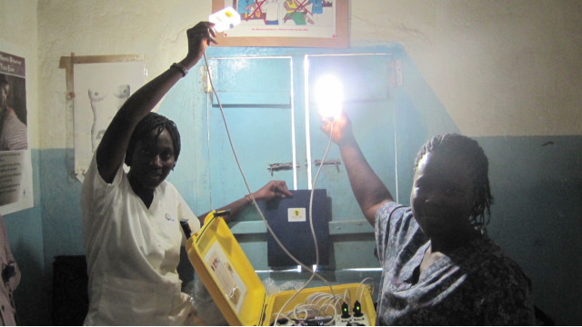 """Solar suitcase"" saving moms"