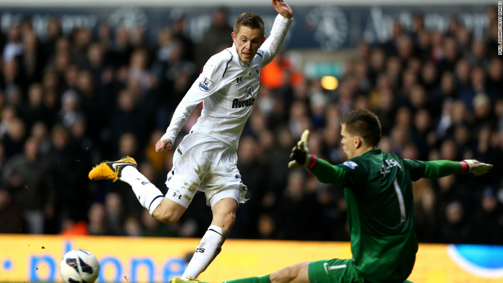 Gylfi Sigurdsson should have wrapped up the points after running through on goal but the midfielder decided to try and square the ball for Bale with just the goalkeeper to beat.
