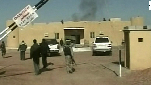 Gunmen attacked a convoy ferrying Syrian soldiers near the western Iraqi town of Ar Rutbah.