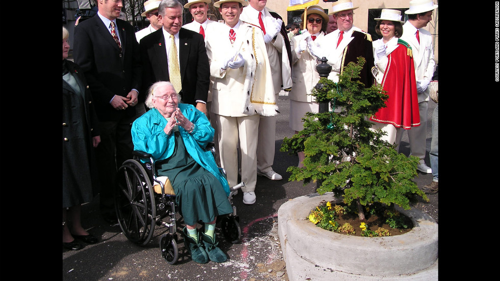 The park was reopened on March 16, 2007, in true St. Patrick's Day style with the Royal Rosarians, bagpipers, and members of the Fagan family, including Dick Fagen's wife Katherine, in attendance.