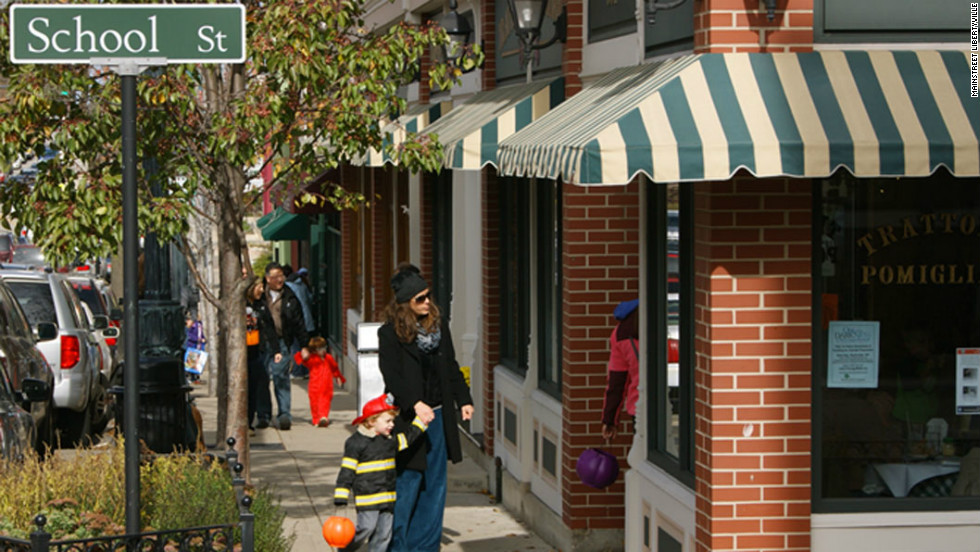 Libertyville's four-block epicenter along Milwaukee Avenue (35 miles from Chicago, and a world apart) is lined with boutiques, foodie shops and pubs.