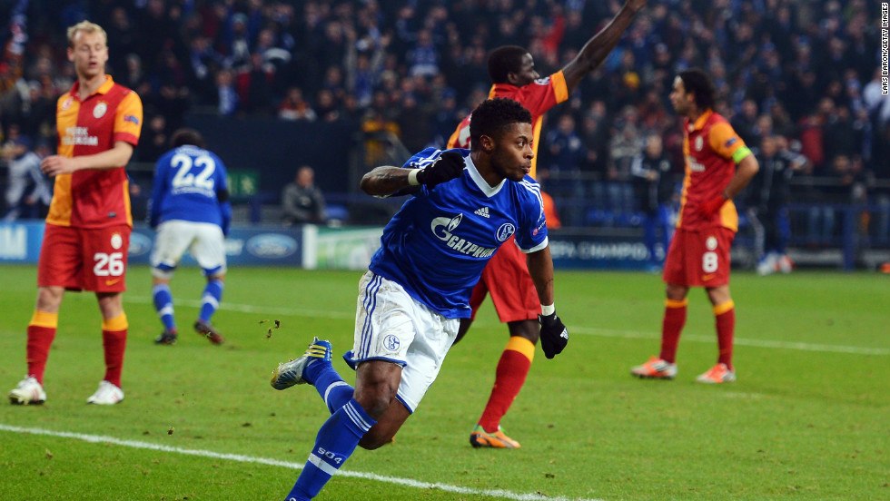 A mistake by Galatasaray goalkeeper Fernando Muslera allowed Michel Bastos to equalize and make it 2-2 on the night as Schalke battled back.