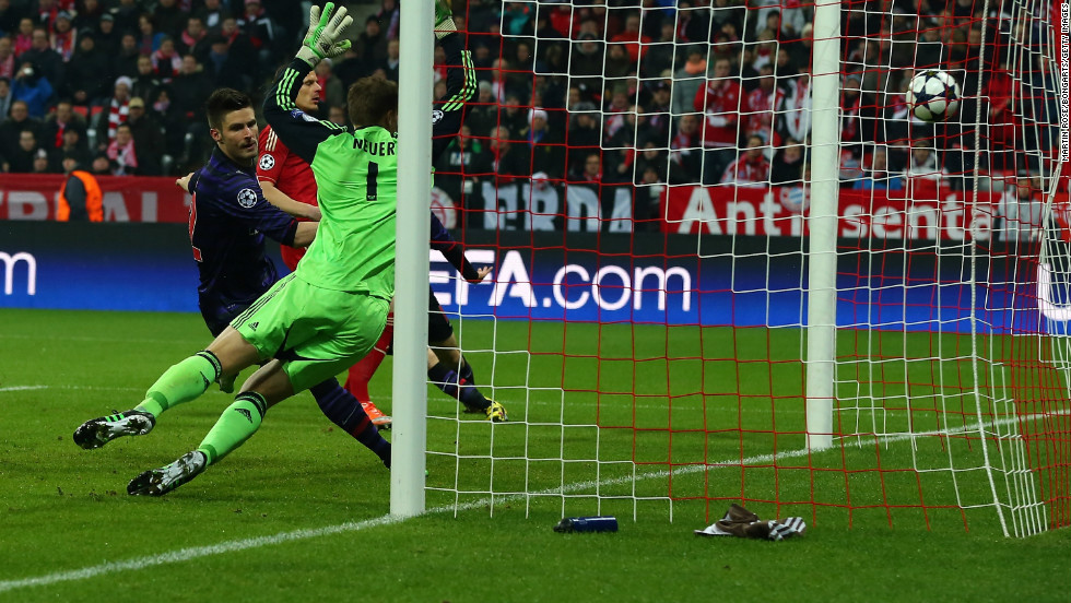 Olivier Giroud gave Arsenal the perfect start when he slammed home from close-range after Theo Walcott had got in behind the Bayern defense. Following a 3-1 defeat in the first leg, Arsenal needed a fast start and it got it.
