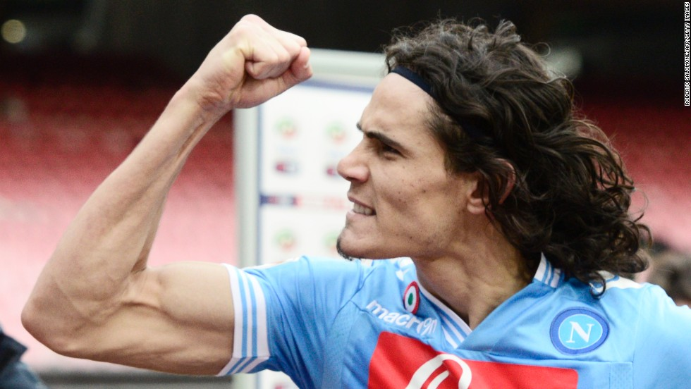 Edinson Cavani was back to his best following a mini goal-drought after his double ensured Napoli moved to within nine points of leader Juventus courtesy of a 3-2 win over Atalanta.