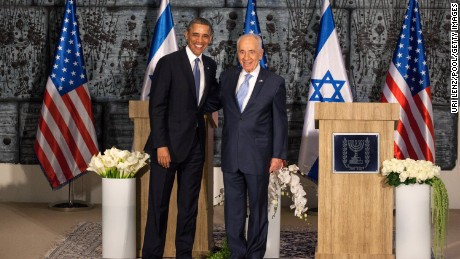 U.S. President Barack Obama (L) poses with Israeli President Shimon Peres during a welcome ceremony at the president's residence on March 20, 2013 in Jerusalem.