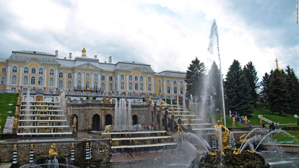 Reached by hydrofoil boat from a pier opposite the Winter Palace, the Grand Peterhof Palace and Grand Cascade are at the center of the World Heritage-listed ensemble of gardens and palaces that is Peterhof. Laid out in accordance with Peter the Great's wishes, the complex was completed in 1725 and is in many ways reminiscent of Versailles.