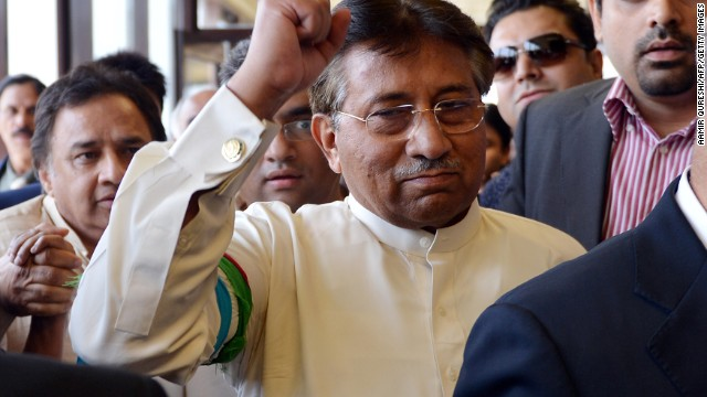 Shoe hurled at former Pakistani president
