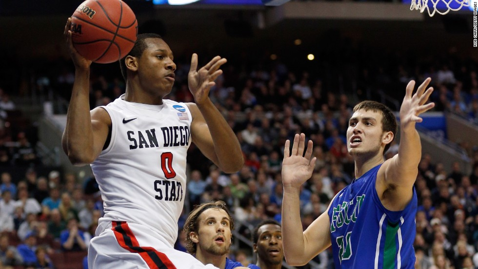Skylar Spencer of San Diego State passes the ball past Chase Fieler of Florida Gulf Coast on March 24.