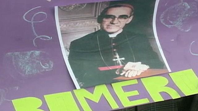 cnnee delcid el salvador romero canonization_00001408.jpg
