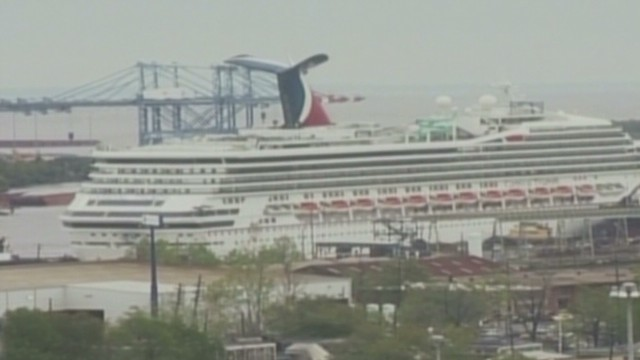 Carnival Triumph breaks loose from port