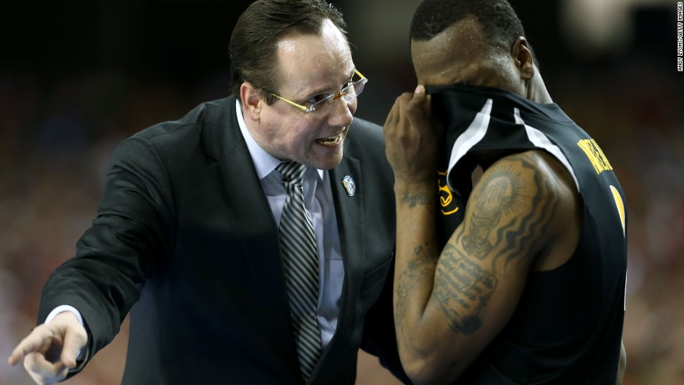 Head coach Gregg Marshall of Wichita State talks with Malcolm Armstead in the second half.