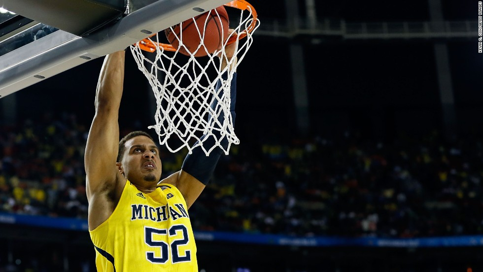 Jordan Morgan of Michigan dunks the ball in the final seconds of the game.